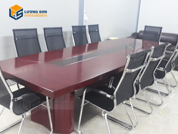 Nội thất Lương Sơn cung cấp các mẫu mã bàn họp văn phòng giá rẻ đa dạng