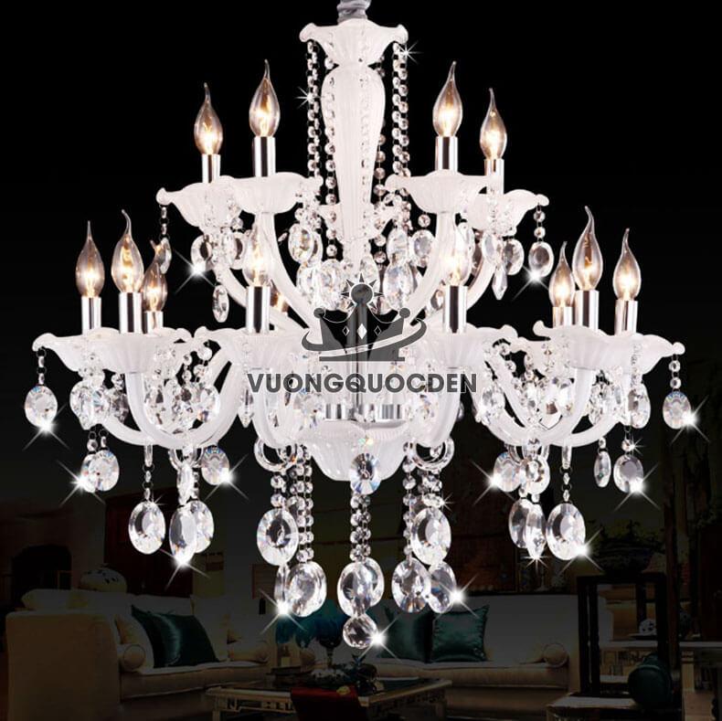 Hỏi giá một số mẫu đèn chùm nến có không gian phòng khách chung cư