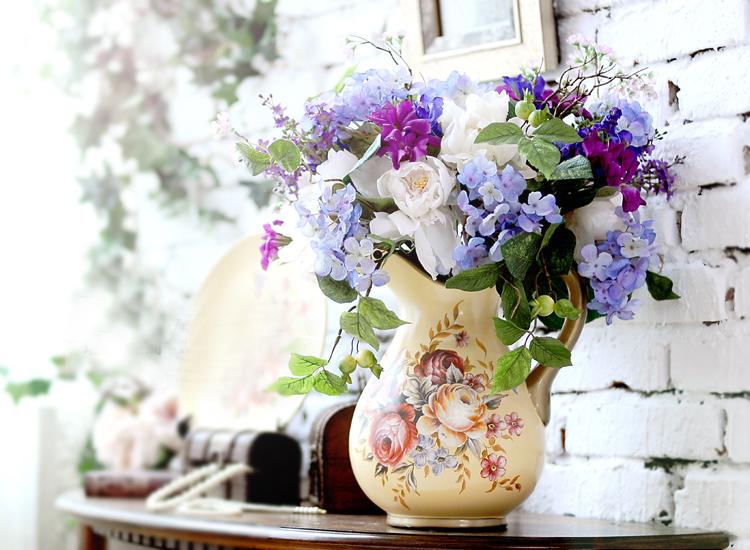 Cách trang trí hoa giả ở phòng khách